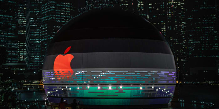 Figure 1: Apple store in Singapore.