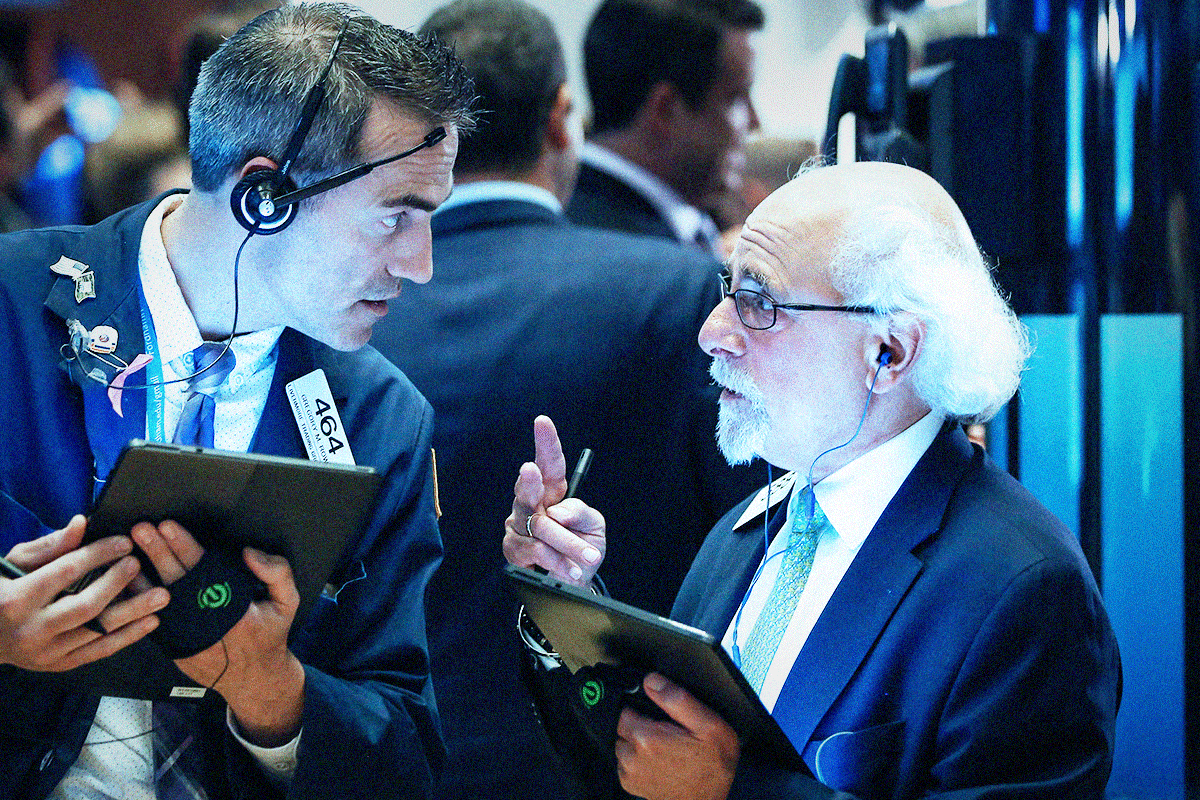 Dow Tumbles as Spreading Coronavirus Makes Wall Street Jittery