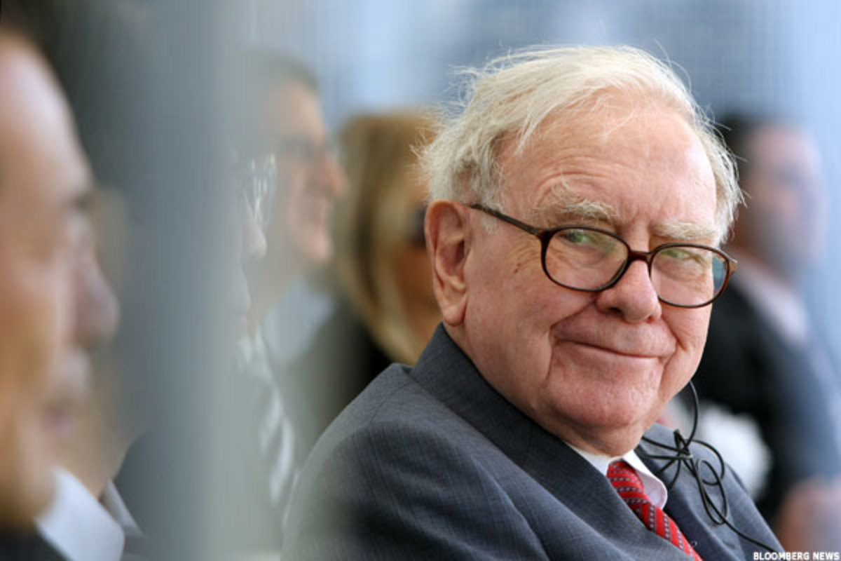 Buffett and Billionaire Investors Look to Oil, Health Care and Spinoffs in 2015