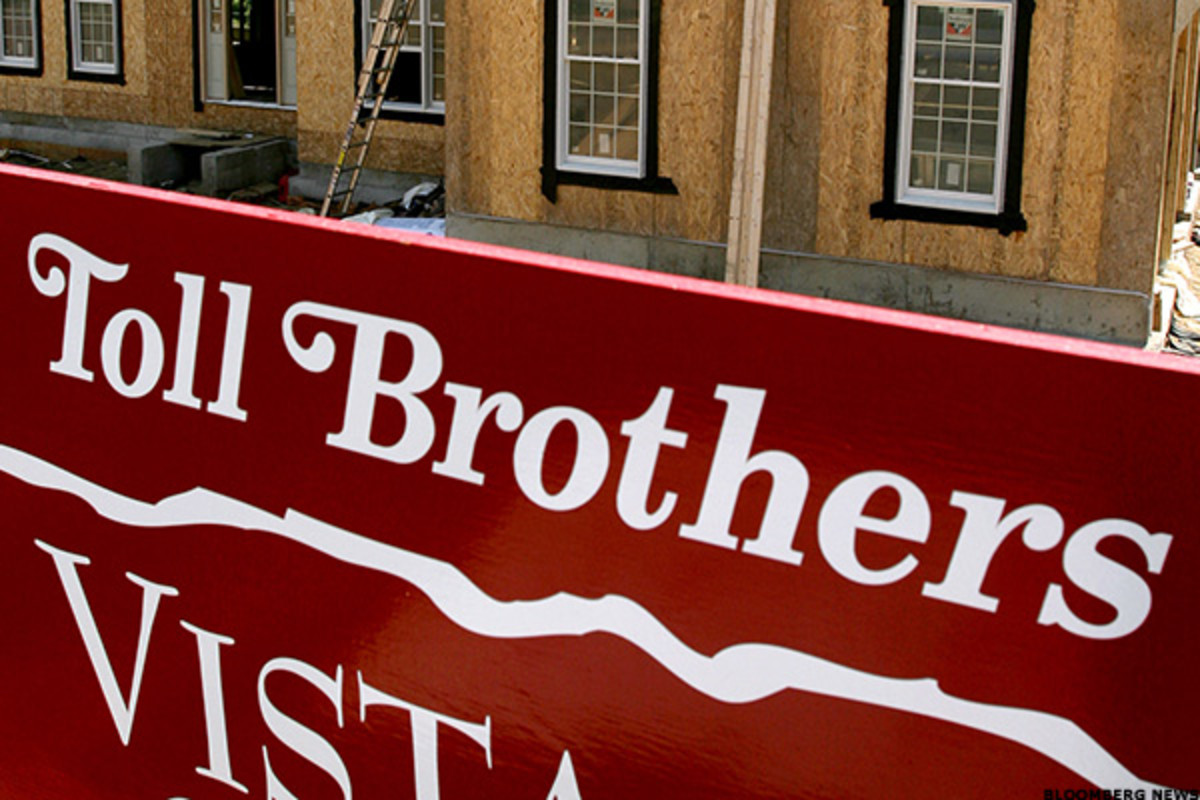 Toll Brothers Shares Off; Analysts Focus on Order Growth and Profit Margins