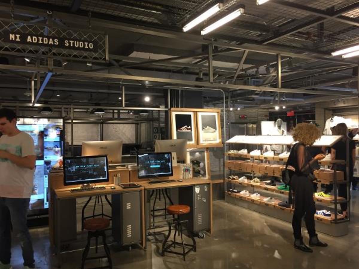 pollo Glorioso controlador  Adidas' Massive New Store Boasts Seven Stunning Features - TheStreet
