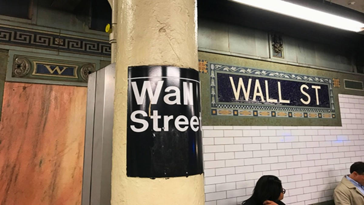 Stocks End Lower as Bank Shares Tumble and Virus Cases Rise