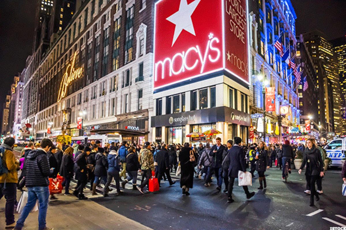 Macy's Executives Get $9 Million in Bonuses Amid Job Cuts