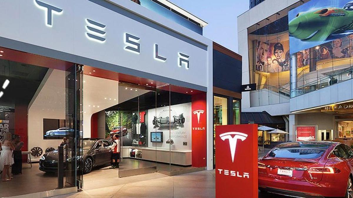 Tesla Shares Climb Past $500 After Oppenheimer Boosts Price Target