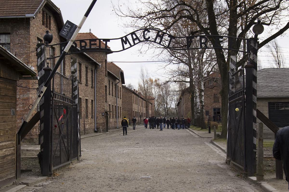 11 Auschwitz-Birkenau sh