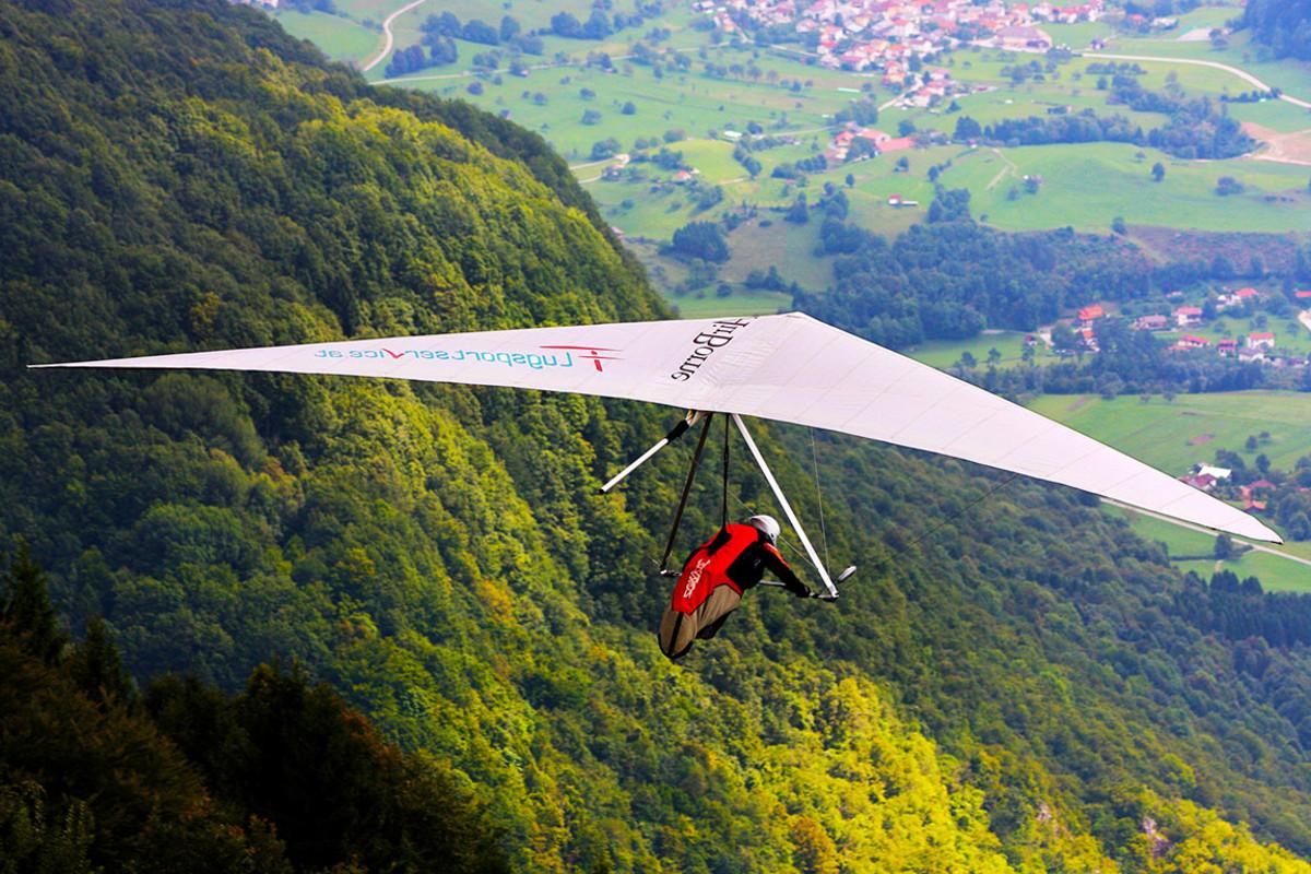 31 hang gliding Alexandra Lande : Shutterstock