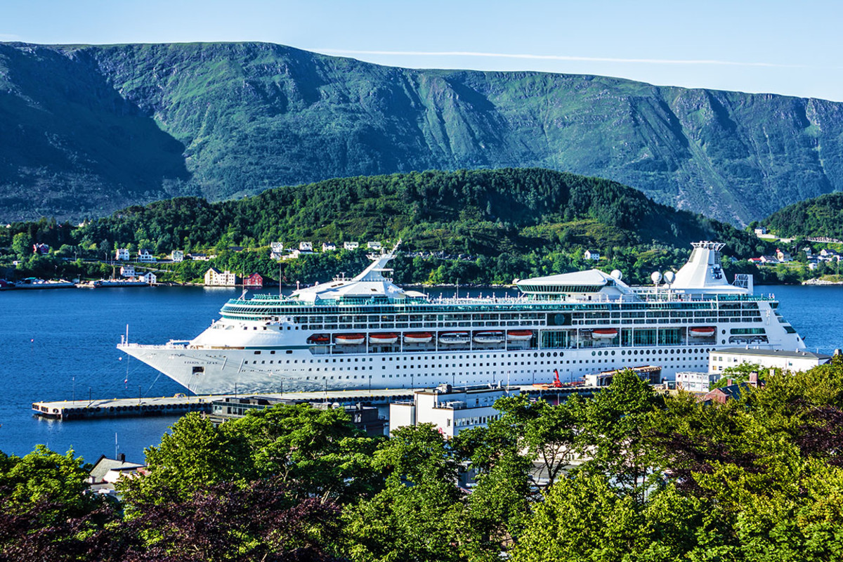 30 vision of the seas Travel Faery : Shutterstock