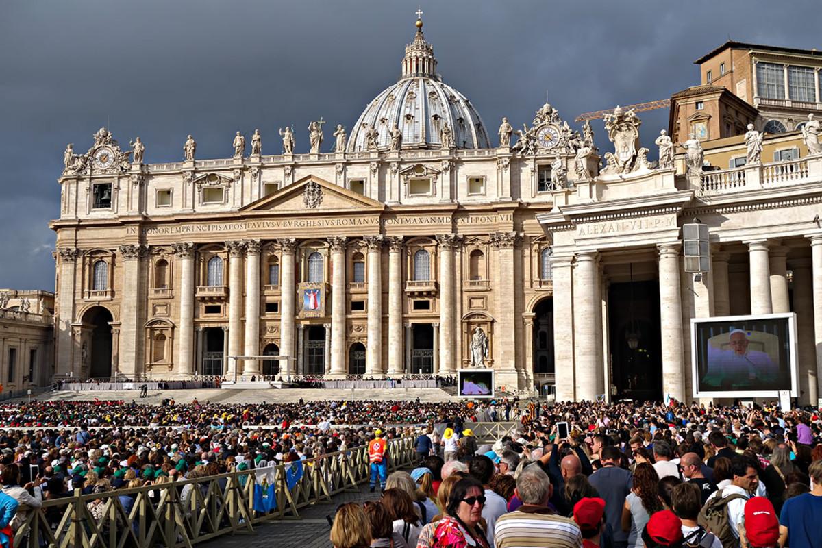 8 vatcian rome pope  BlackMac : Shutterstock