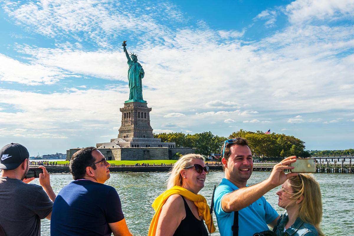 11 statue liberty new york Resul Muslu : Shutterstock.com