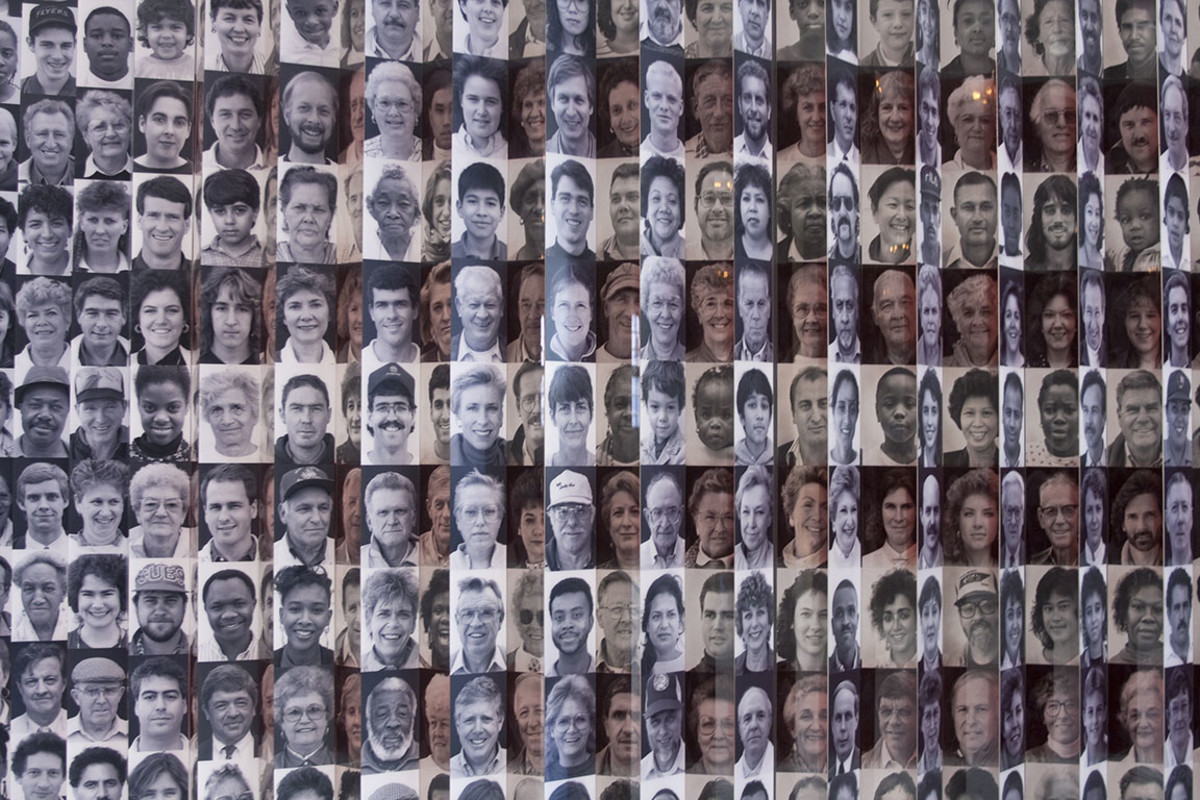 12 ellis island immigrants Patricia Hofmeester : Shutterstock.