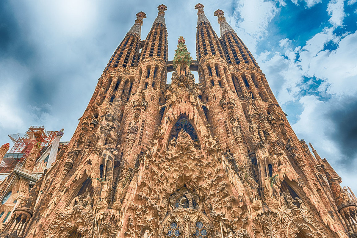 17 basilica sgrada familia barcelona Marco Rubino : Shutterstock