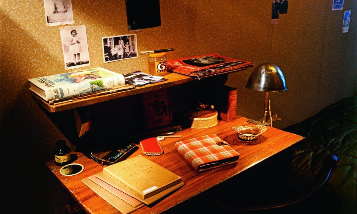 24 anne frank desk Allard Bovenberg:AnneFrankHuis