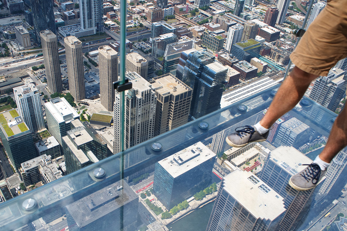 26 willis tower skydeck fadedphotoshop : Shutterstock