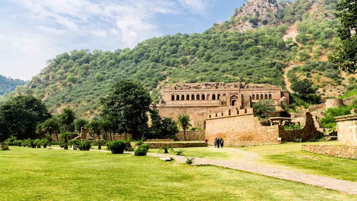 13 Bhangarh Fort india sh