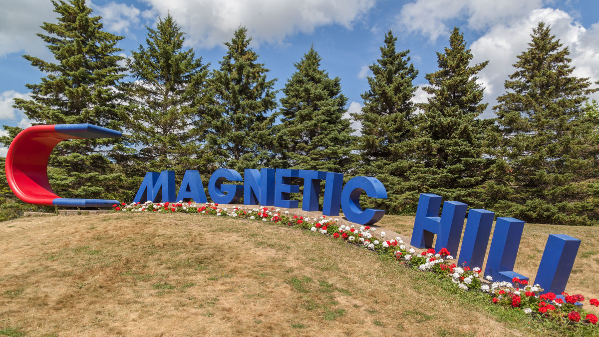 17 magnetic hill canada HVEPhoto : Shutterstock