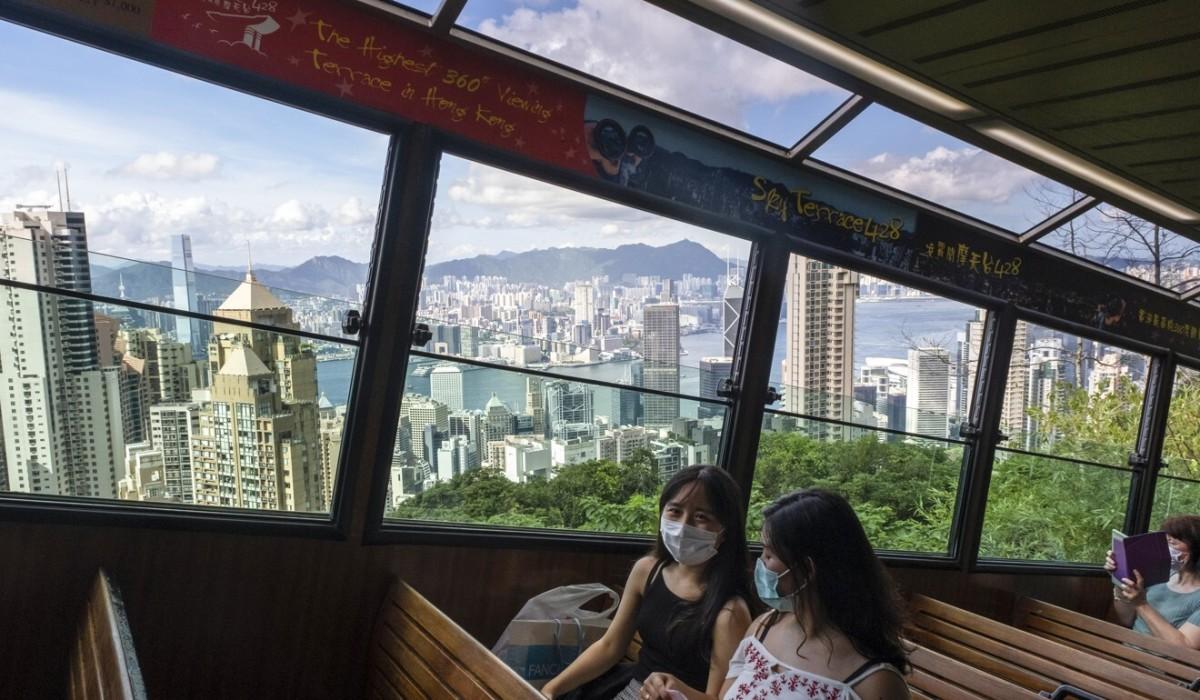 Passengers on the Peak Tram wear masks amid the pandemic. Photo: Sun Yeung