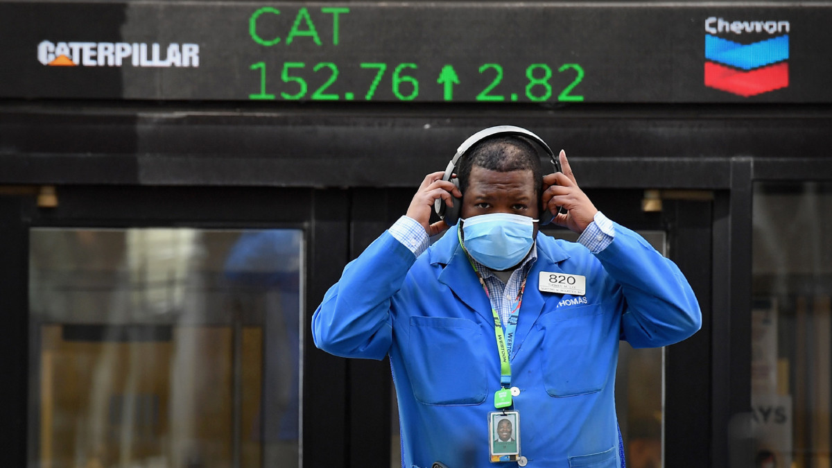 Stocks Close at Records as Slowing Jobs Recovery Lifts Relief Hopes