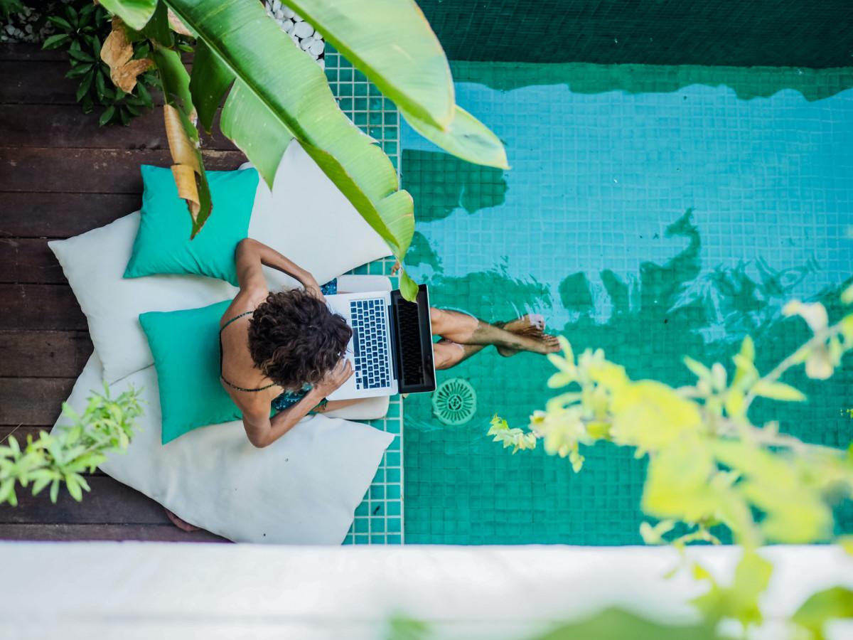 6 Best Travel Stocks for 2021