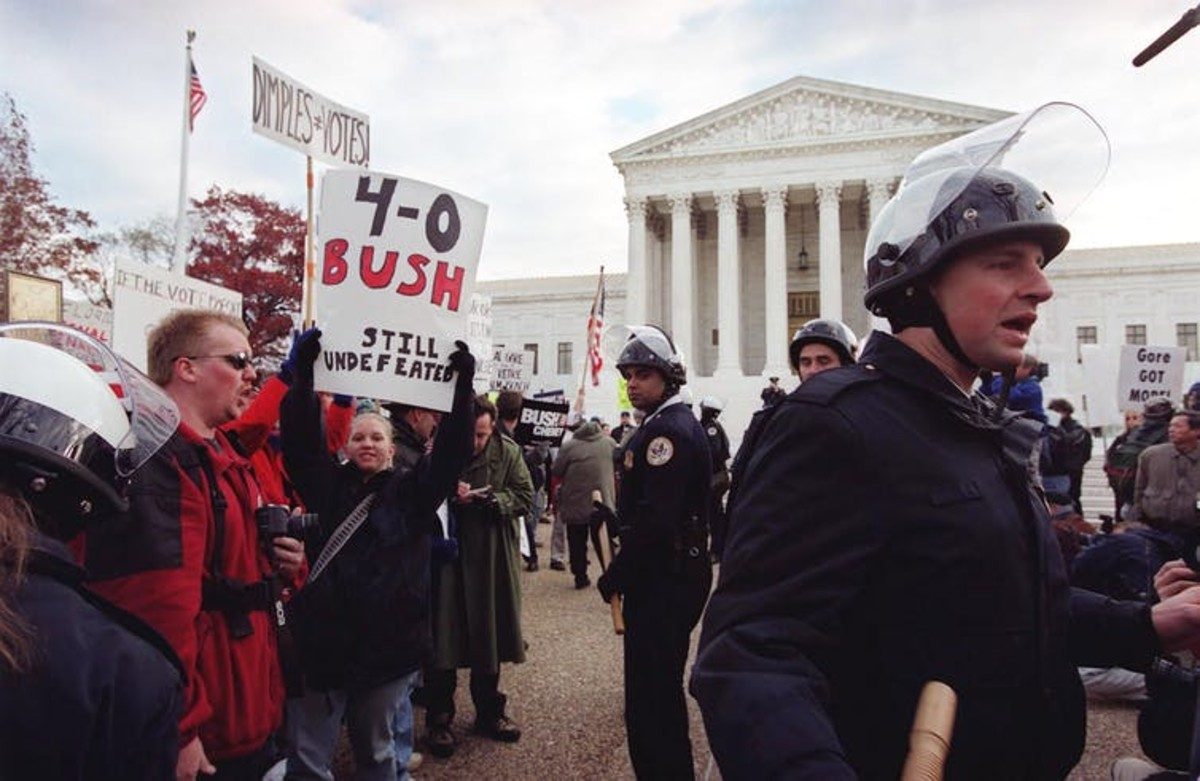 The scene outside the Supreme Court, Dec. 11, 2000. Shawn Thew/AFP via Getty Images