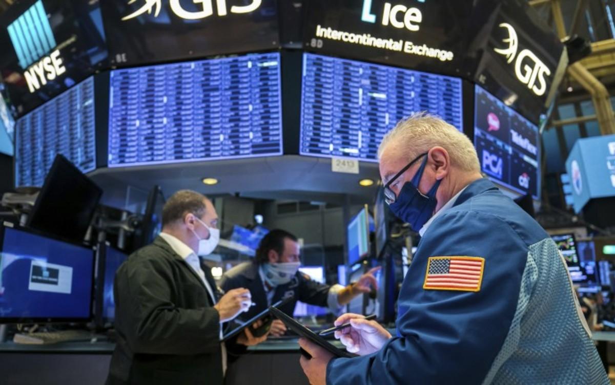 Stocks Slide but Wall Street Wraps Up a Big November