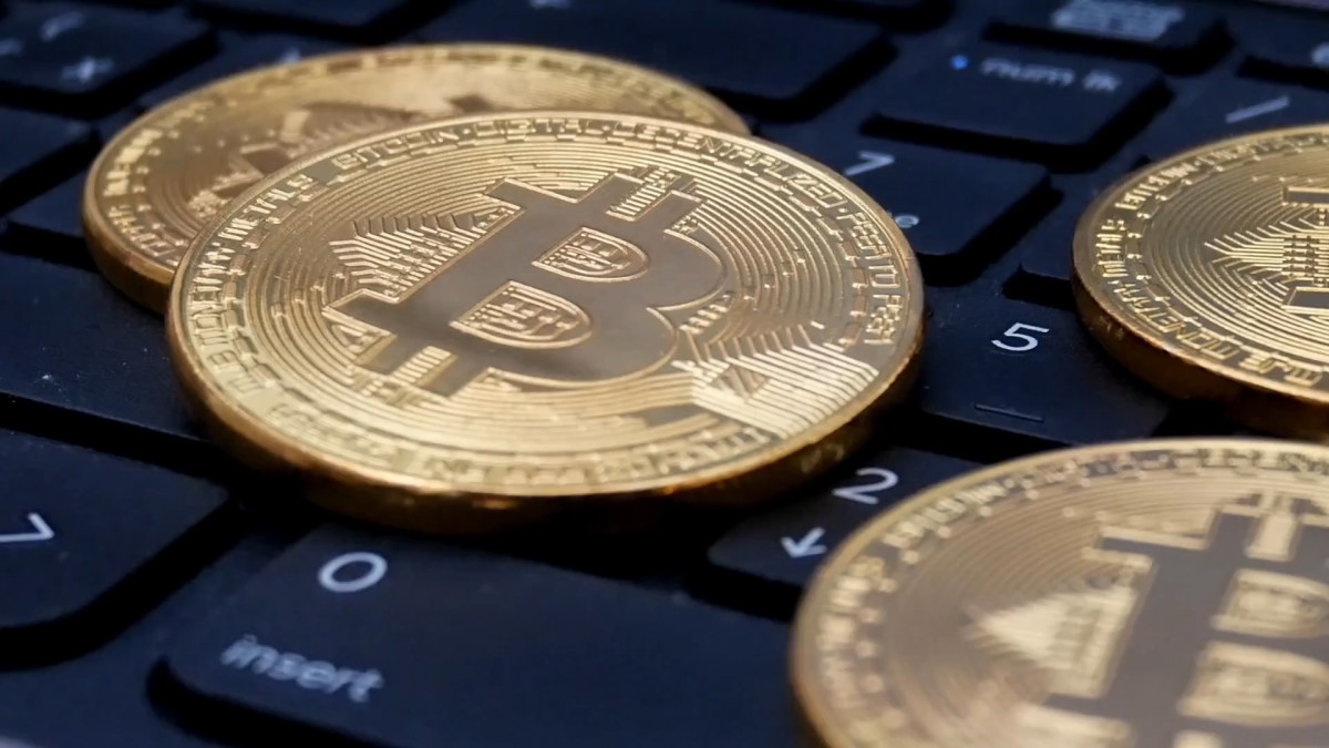 Bitcoin and Other Cryptocurrencies Stabilize After Weekend Rout