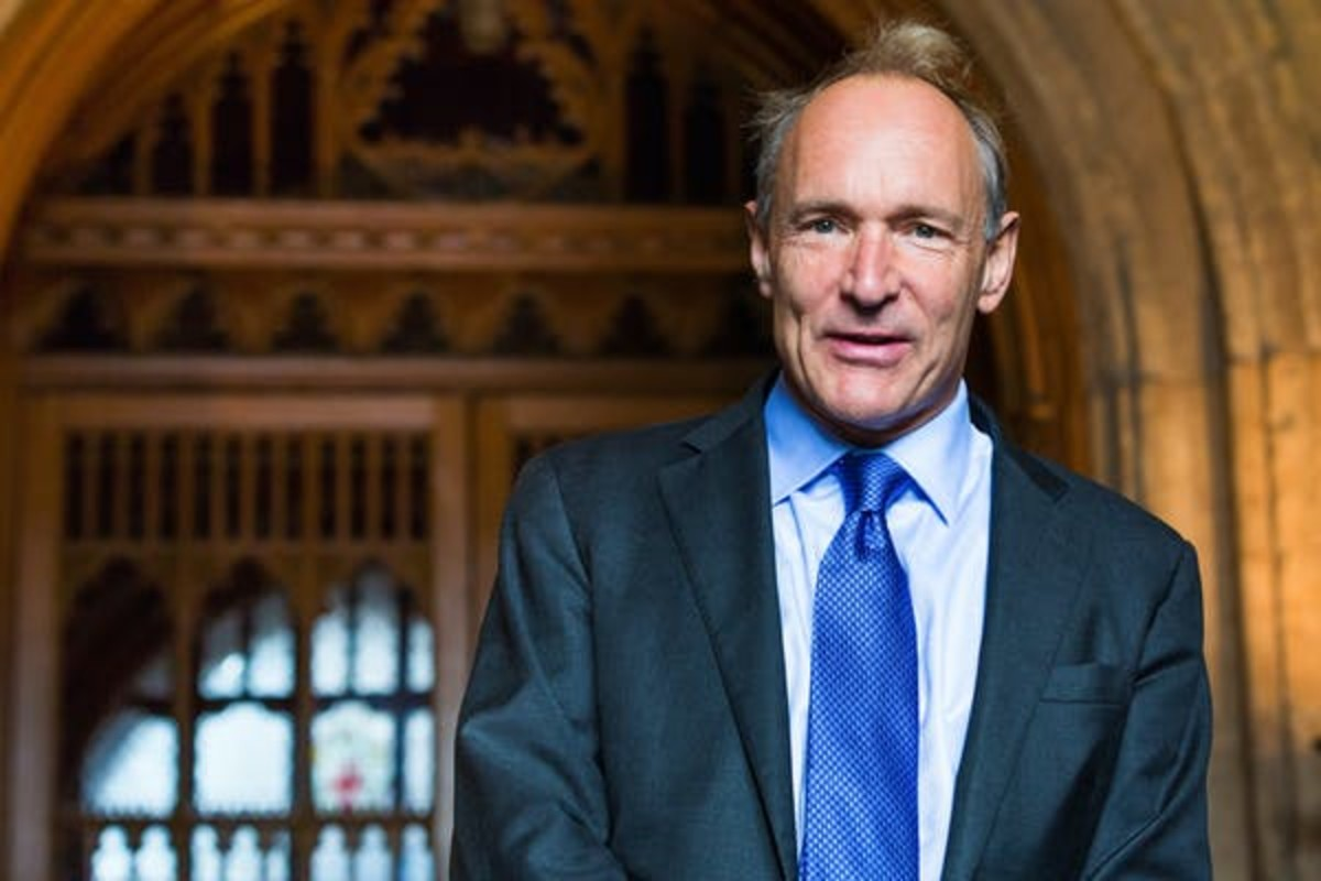 Tim Berners Lee, the man who in 1989 invented the hyperlink-interconnected World Wide Web. Paul Clarke via Wikimedia Commons, CC BY-SA