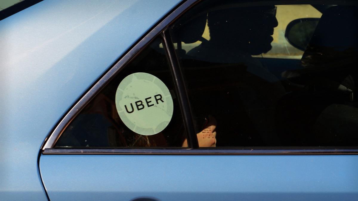 New York Gig Worker Debate Highlights Risk for Uber, Lyft Investors