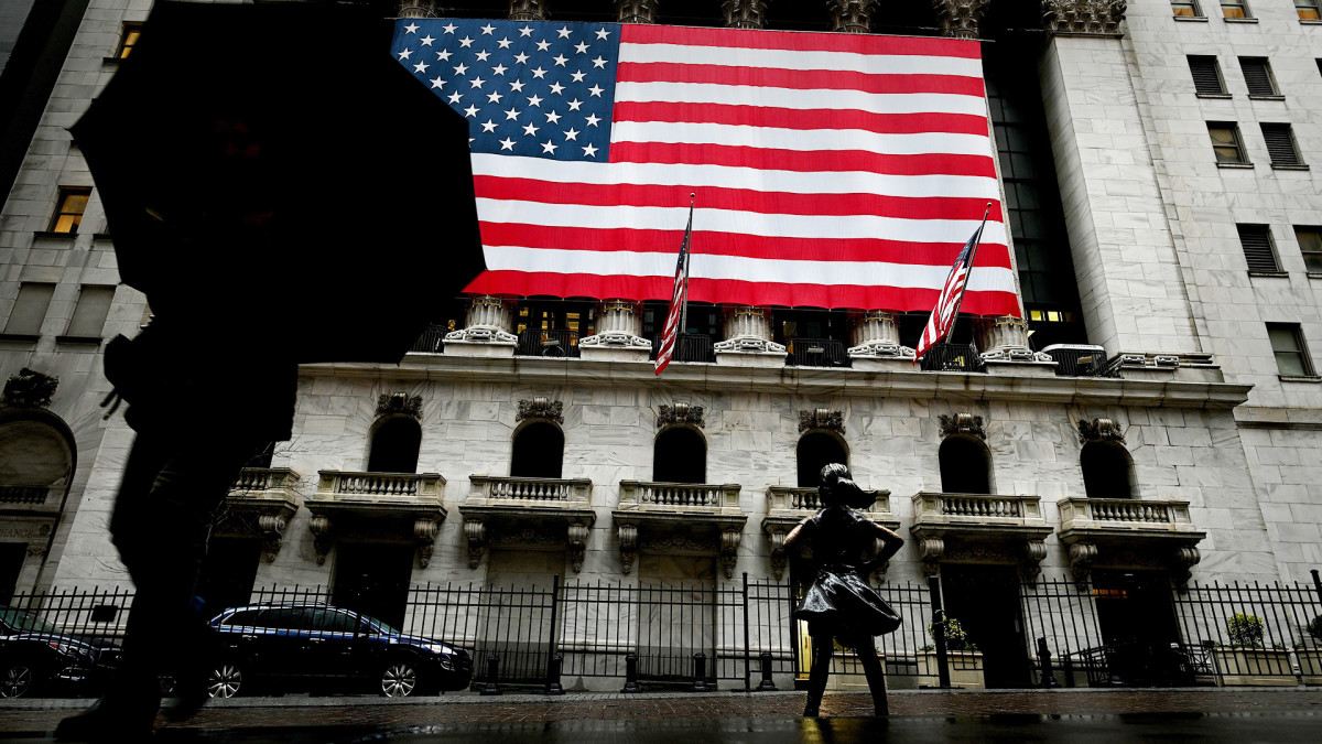 Stocks Finish Lower as Tech Slumps and Jobless Claims Rise