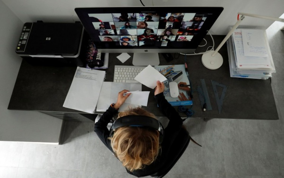 How to Get Hired When You're Job Hunting From Home