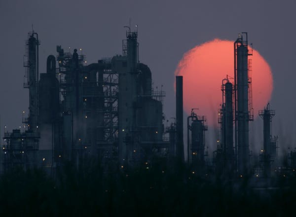 An oil refinery is seen in Kansas. Oil from Alberta's oilsands is processed at American refineries. THE CANADIAN PRESS/AP, Charlie Riedel