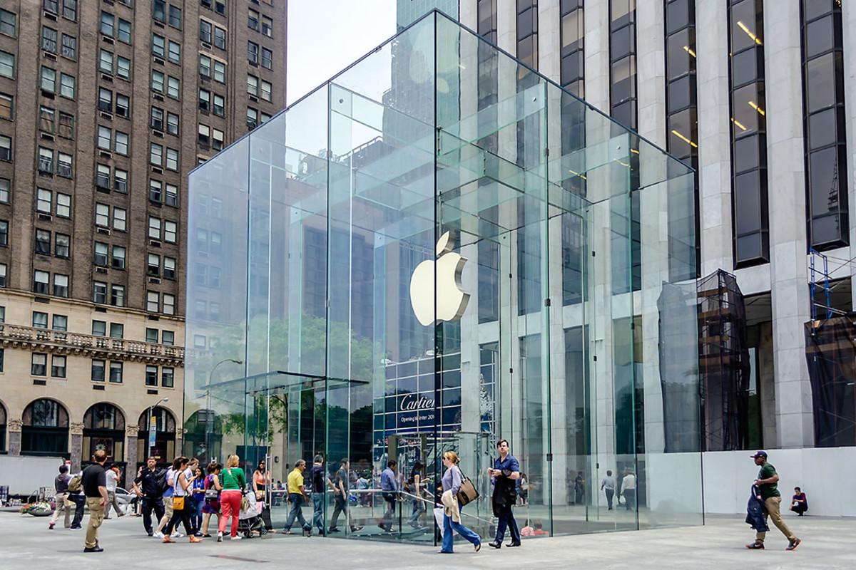 Apple Easily Beats Estimates, Announces 4-for-1 Stock Split