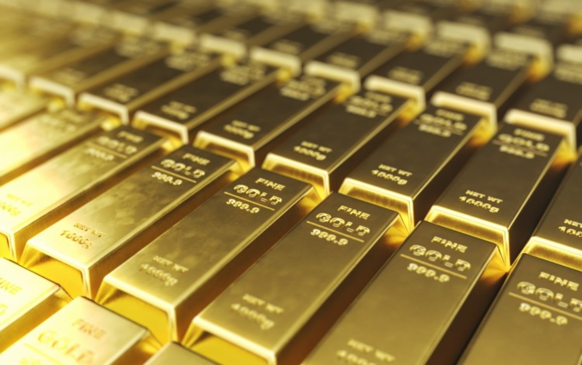 Gold Hits $2,000 For the First Time In History As Dollar Extends Declines