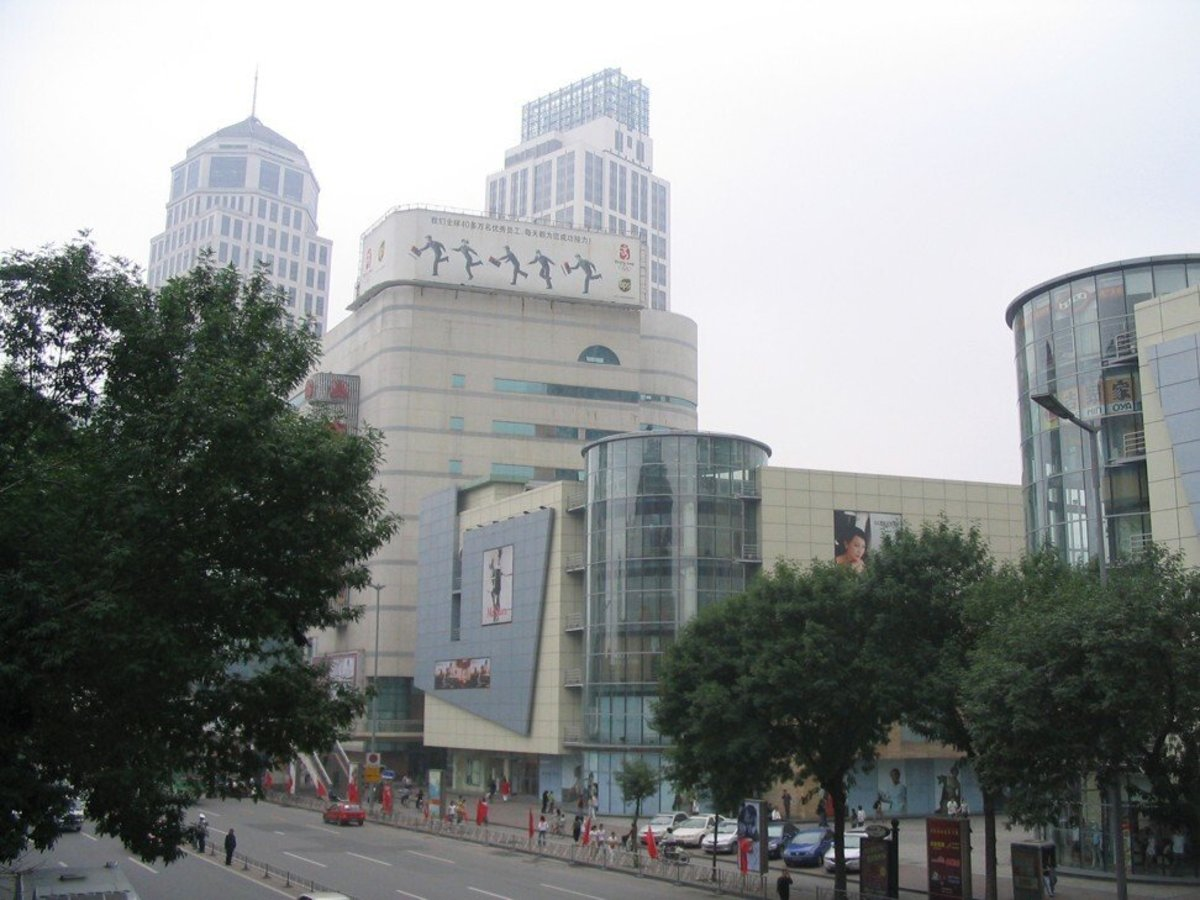 Nanjing Road in Tianjin's Heping district on June 4, 2007, where Guangzhou R&F Properties was developing schools, a hospital and gardens. Photo: Sandy Li.