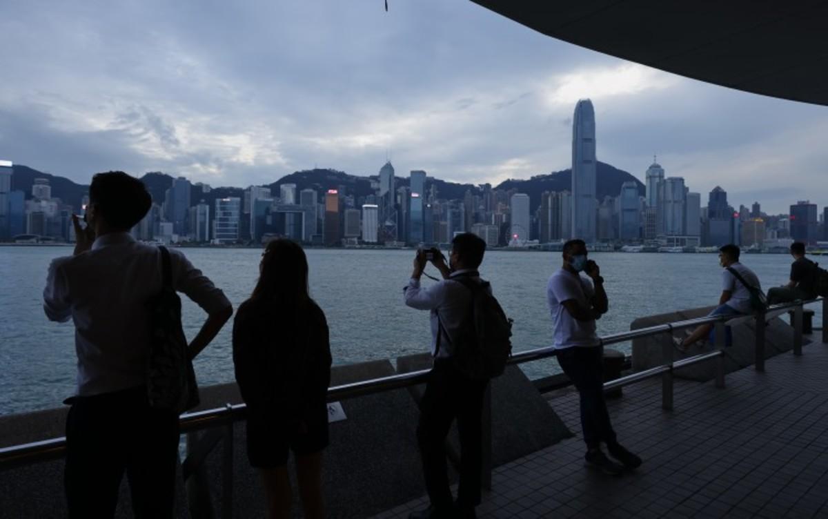 Hong Kong Stocks, Derivatives To Halt Trading In Morning Session On Typhoon Kompasu Warning