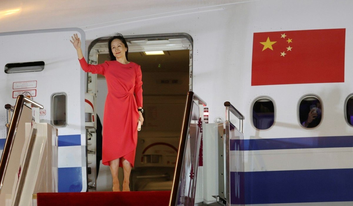 Huawei Technologies chief financial officer Meng Wanzhou waves as she steps out of a charter plane at Shenzhen Baoan International Airport on September 25. Photo: Xinhua via Reuters