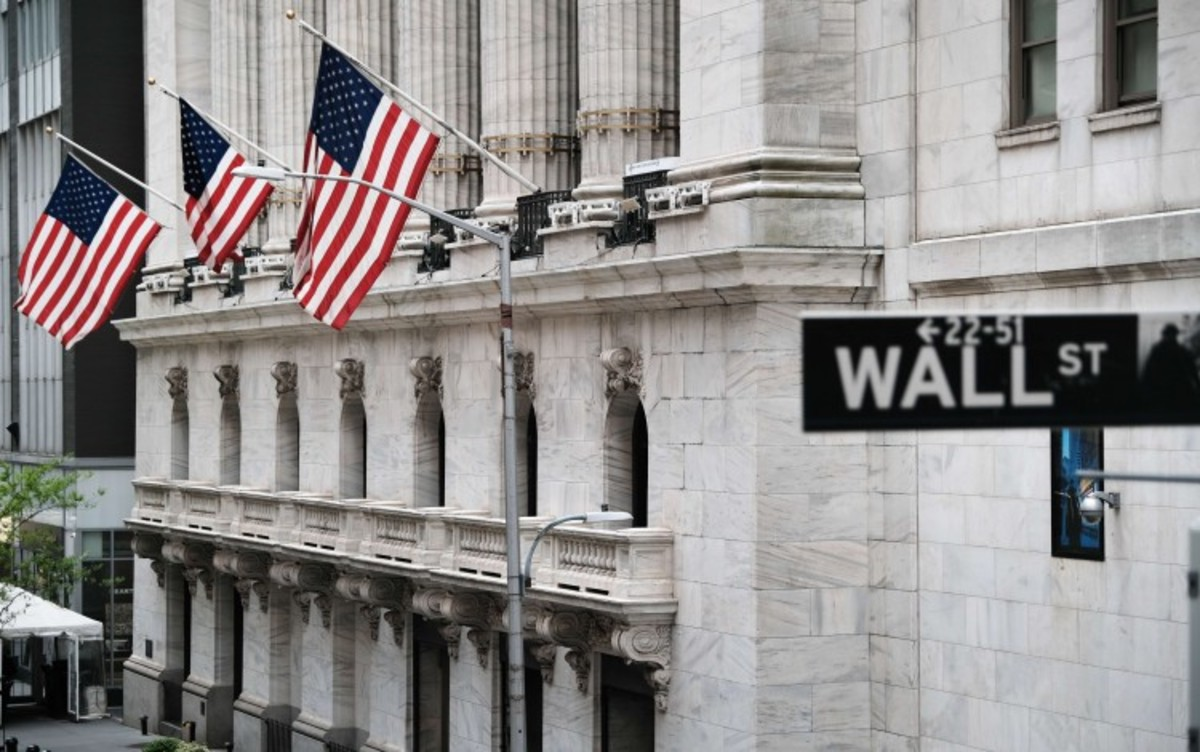us industry group applauds nyse move to delist three chinese telecoms companies.