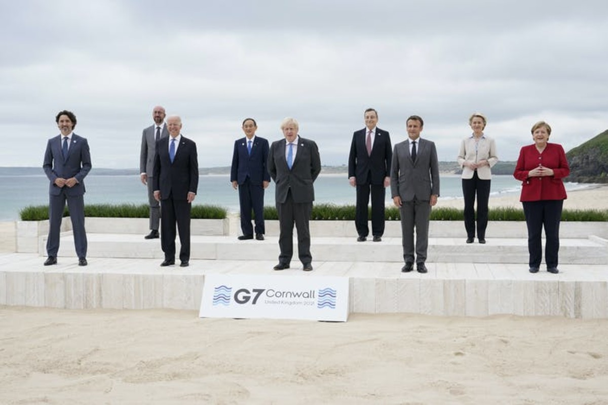 G-7 heads of state and the presidents of the European Commission and European Council pose for pictures. AP Photo/Patrick Semansky