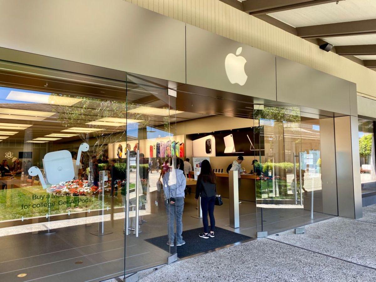 Figure 1: Apple store in San Francisco, CA.