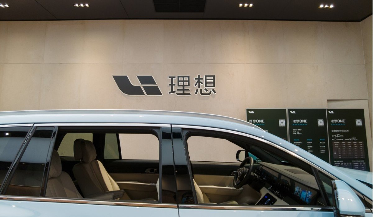 Li Auto's Li One model is displayed at a showroom Lujiazui, Shanghai. Photo: Shutterstock Images