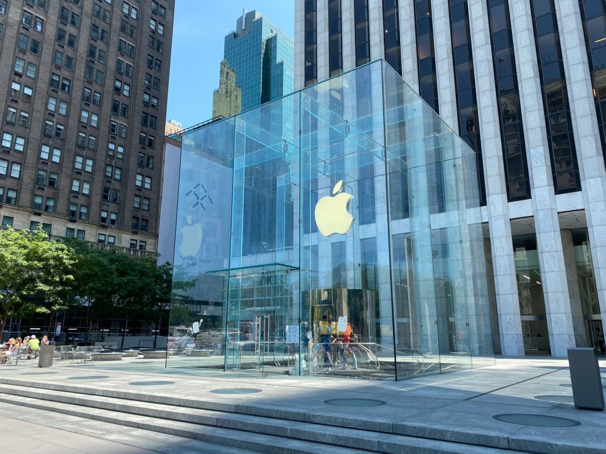 Figure 1: Apple store in New York, NY.